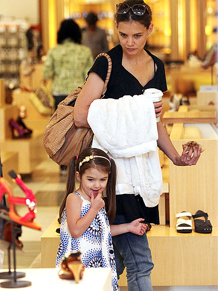 katie holmes and suri shopping